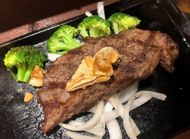 【混乱】いきなりステーキのランチを休日に食べに行ったら…「コースメニュー」の貼り紙を見て最終的に泣いた