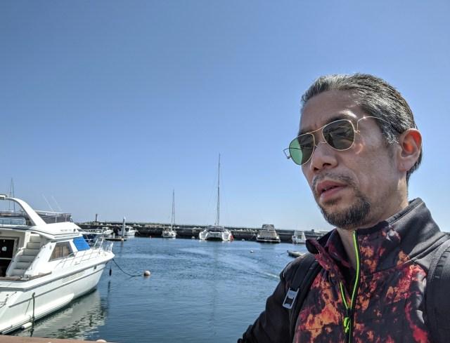 人生で初めて「熱海」の海岸を見たら、開放的な気分になって自撮りしまくってしまった……