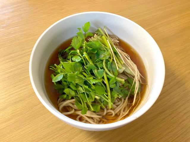 【最強レシピ】調理時間わずか5分!「セリそば」が衝撃的なウマさ