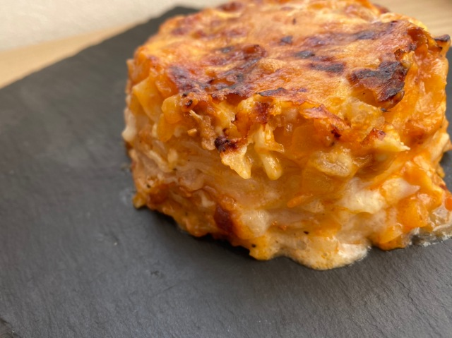 「餃子の皮」と「パスタソース」で作るミルフィーユ風ラザニアが超トロウマ / トロけすぎてラザニアが飲み物になるレベル