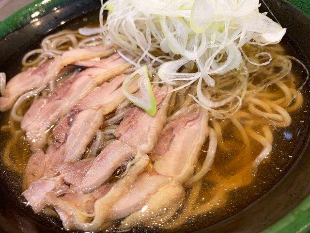 【激ウマ】山形名物「冷たい肉そば」を東京で! 小川町『桃山』の黄金つゆがゴクゴク飲めすぎて喉も最上川になるレベル!! 立ち食いそば放浪記:第218回