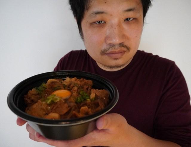 吉野家の化け物みたいな新商品『スタミナ超特盛丼(1700kcal超)』が実はかなり美味い! テイクアウトして感じた「吉野家史上No.1どんぶり」の気配