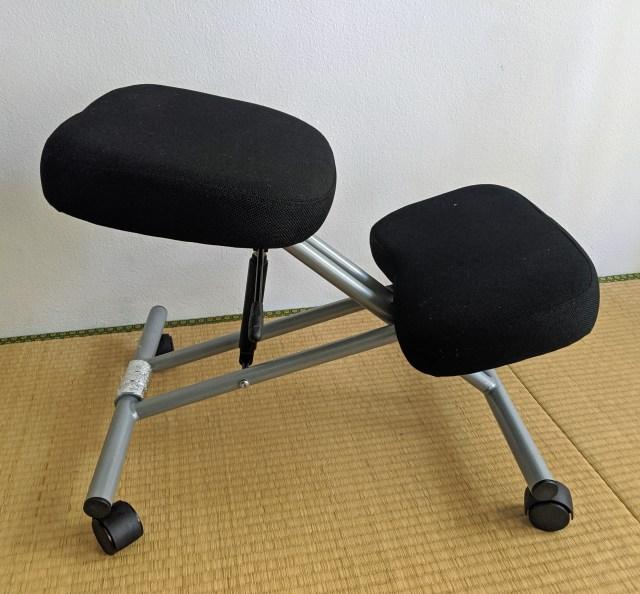【在宅検証】長時間の座り作業で腰を痛めそうなので「バランスチェア」を買ってみた!