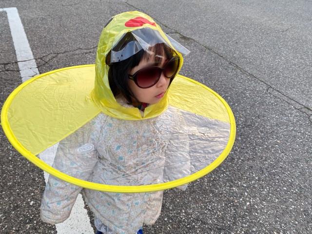 【人類の悲願】ついに傘が完全ハンズフリーに! ネットで話題になった「UFO雨傘」を入手したので使ってみた