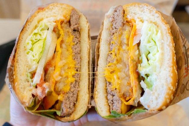 【野菜】バーガーキングの『デラックスハッシュブラウンワッパー』を食べてみたら思いのほかベジーだった