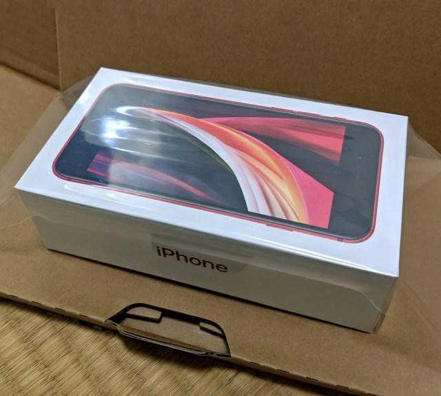 """新iPhoneSEが届いた!  """"iPhone行列"""" のオッサンが初めて通販購入したら、過去の自分をぶん殴りたくなった"""