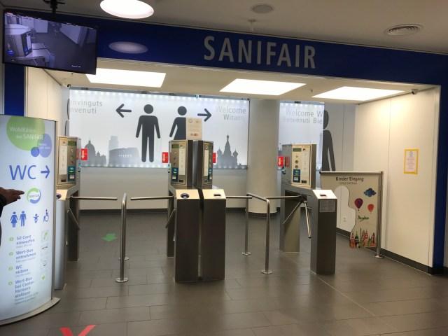 ドイツの「便座も自動洗浄するトイレ」がスゴイ! 洗浄すると便座が回る
