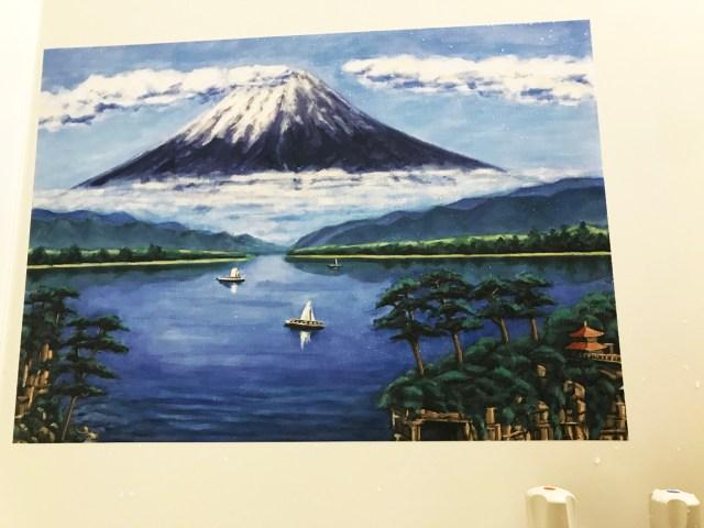 【ライフハック】お風呂に「富士山の絵」を飾ったら銭湯気分が味わえるかも → 絶景温泉テーマパークが完成した