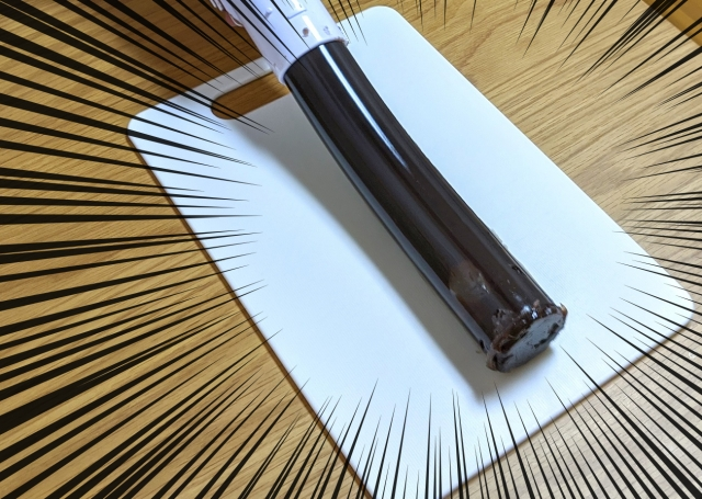 【検証】「寿司バズーカ」に羊羹を詰めて発射してみた / 和菓子職人も震える特大バズーカスイーツが誕生!