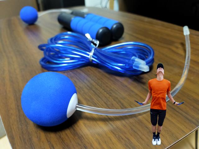 【アイデア商品】自宅で手軽に縄跳びトレ! ロープを使わない「エア縄跳び」が意外に有能なアイテムだった