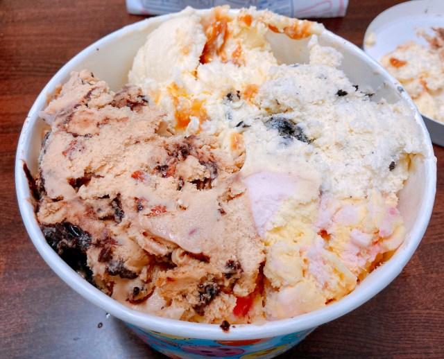 アイス好きな人、ちょっと来てーーーッ!!  サーティワンがすげえもん売ってるよ~!  10人分のアイスがひとつになったスーパービッグカップだッ!!