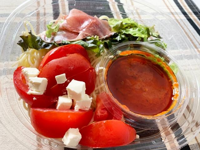 【徹底比較】コンビニ大手3社の「冷製パスタ(トマト)」を食べ比べてみた結果 → 王者セブンイレブンを超える刺客がいた!