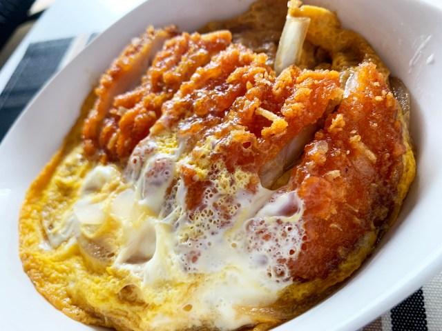 【レンチン3分】ファミチキ・カラムーチョ味で作る「チキンかつ丼」が激ウマ! 卵の甘みとスパイシーな旨みがヒーハー! 最高だぜェェェエエエ!!