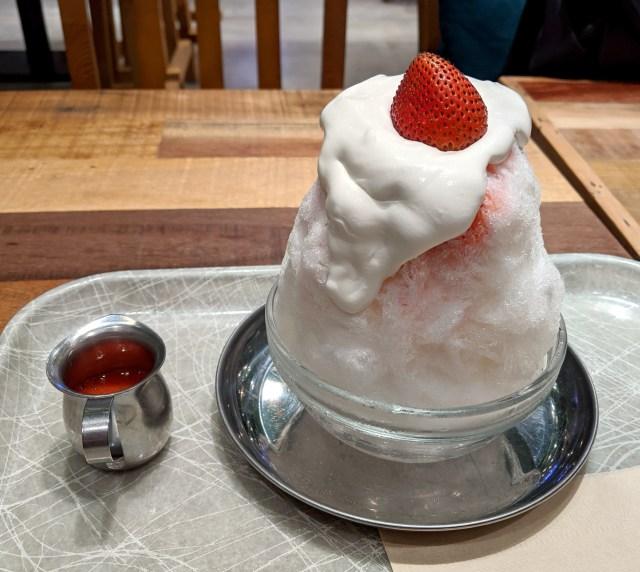 パティシエが作る「ケーキのようなかき氷」を出すお店で、ショートケーキのかき氷を食べてみた / 東京・新宿『フローチェ』