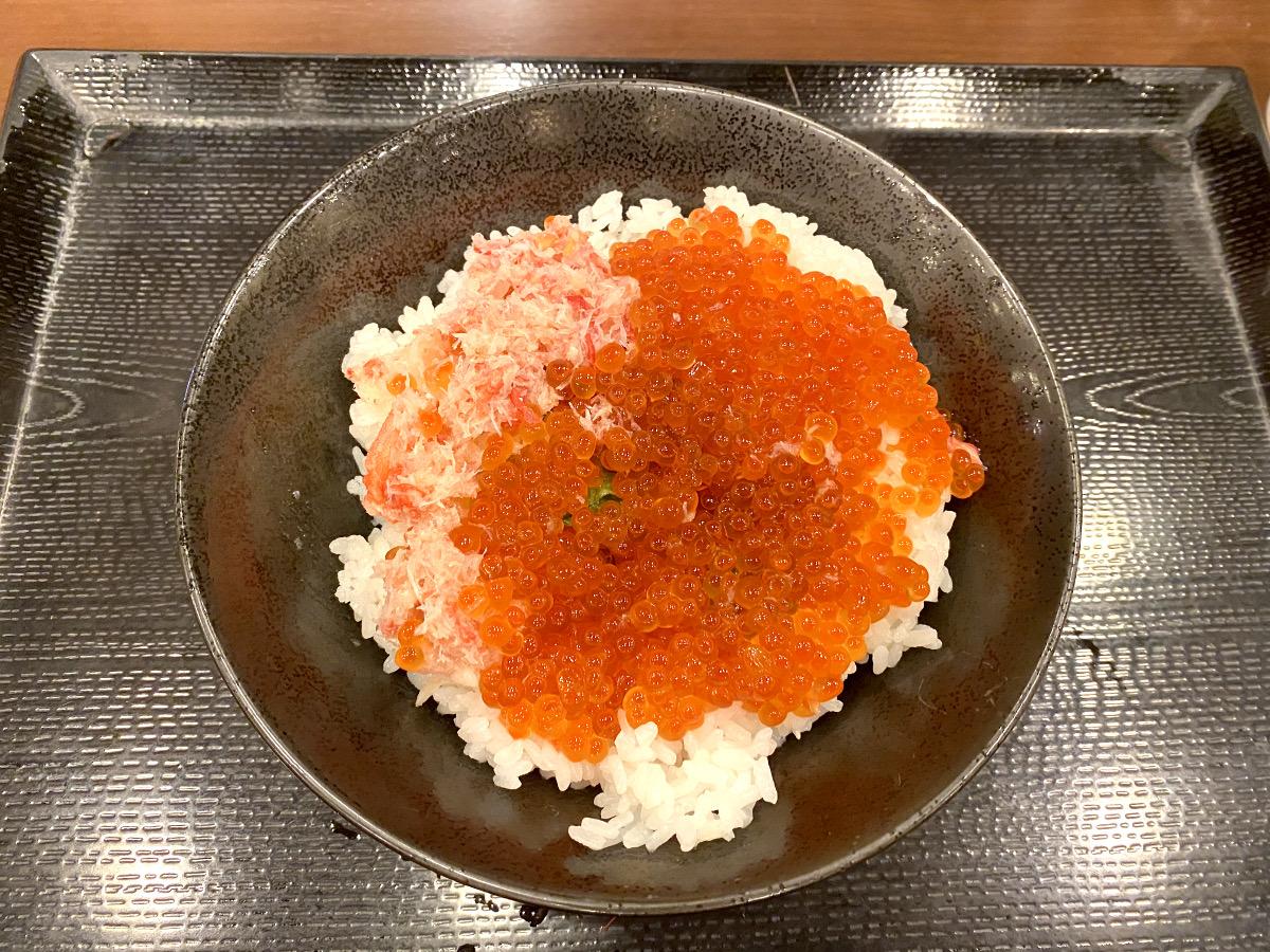 【まさか】丸亀製麺が「海鮮丼」に手を出す! ホームページに載っていない隠れメニュー『海鮮のっけ丼 かにいくら』