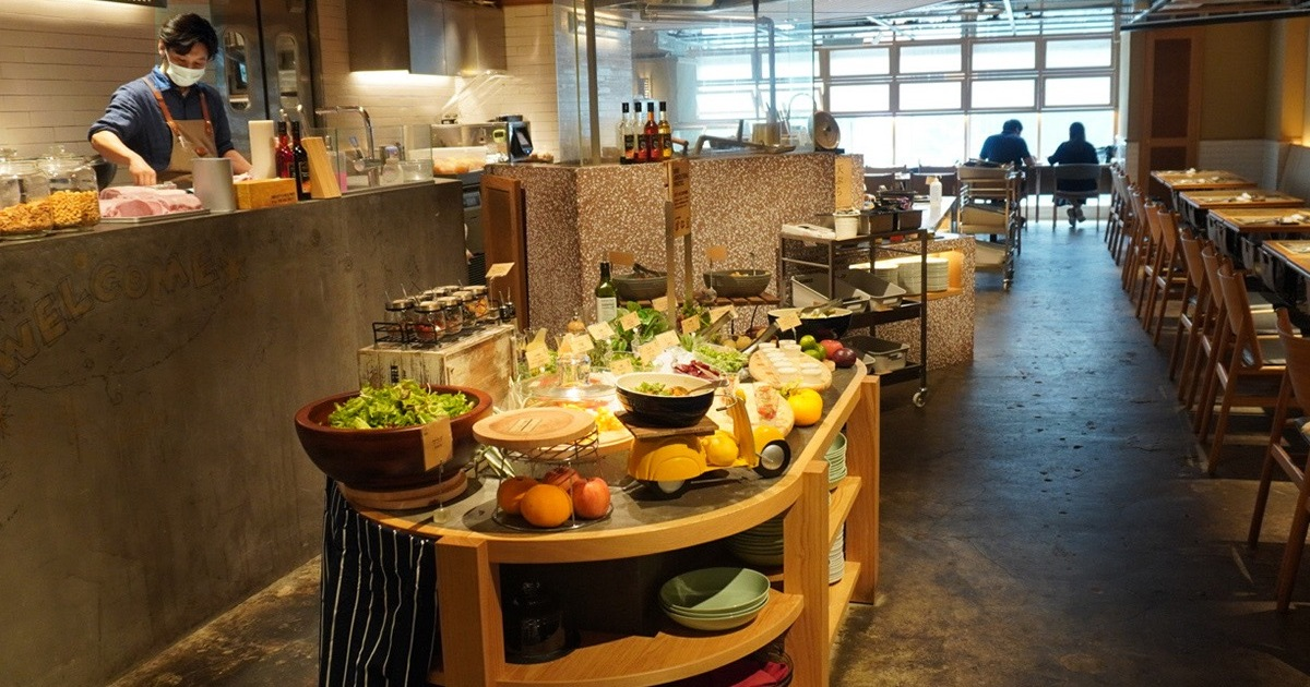 """Photo of What is happening to the """"buffet restaurant"""" that the government said """"avoid""""? There was a mountain of tongs when I visited a store in Ginza / President """"Self-restraint sells vegetables …"""""""