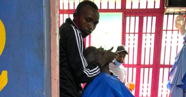 コロナで変わったケニアの床屋 / マサイ通信:第392回