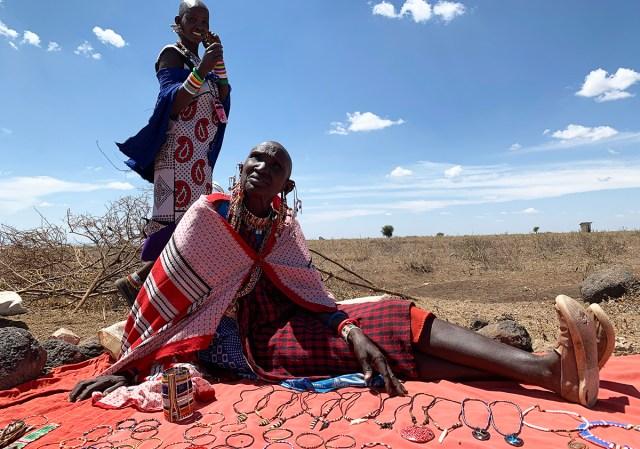 マサイ族がよく身につけている布「カンガ」についての質問に答えるぞ / マサイ通信:第394回
