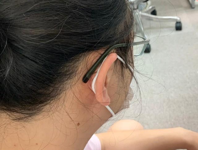 マスクの紐で耳が痛くなる現象、輪ゴム1個で解決! 警視庁のライフハックがマジ凄い