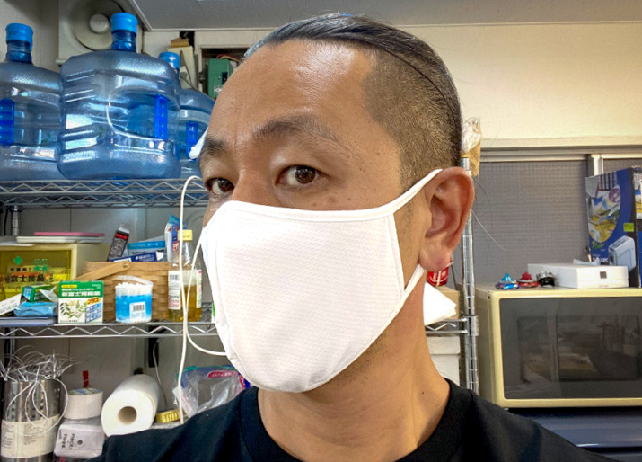 "Wearing example of ""UNIQLO AIRism Mask"""