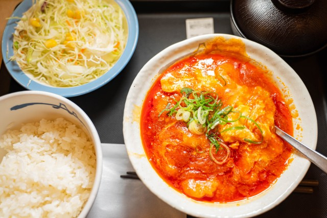 松屋『海老のチリソース定食』を食べてみた / ガチめな辛さとプリップリの海老でクオリティ高い!!