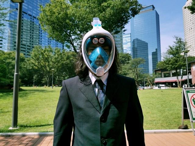 【嘘やろ】マスクのプロが勧める「外出時にマスクをしたまま水を飲む方法」が人としてギリギリすぎた