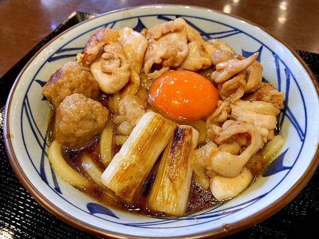 """【嘘やろ】丸亀製麺の「一つ星麺職人」に新メニュー月見『鶏すき焼きぶっかけ』の魅力について聞いてみたら """"ヤバすぎる事実"""" が発覚した"""