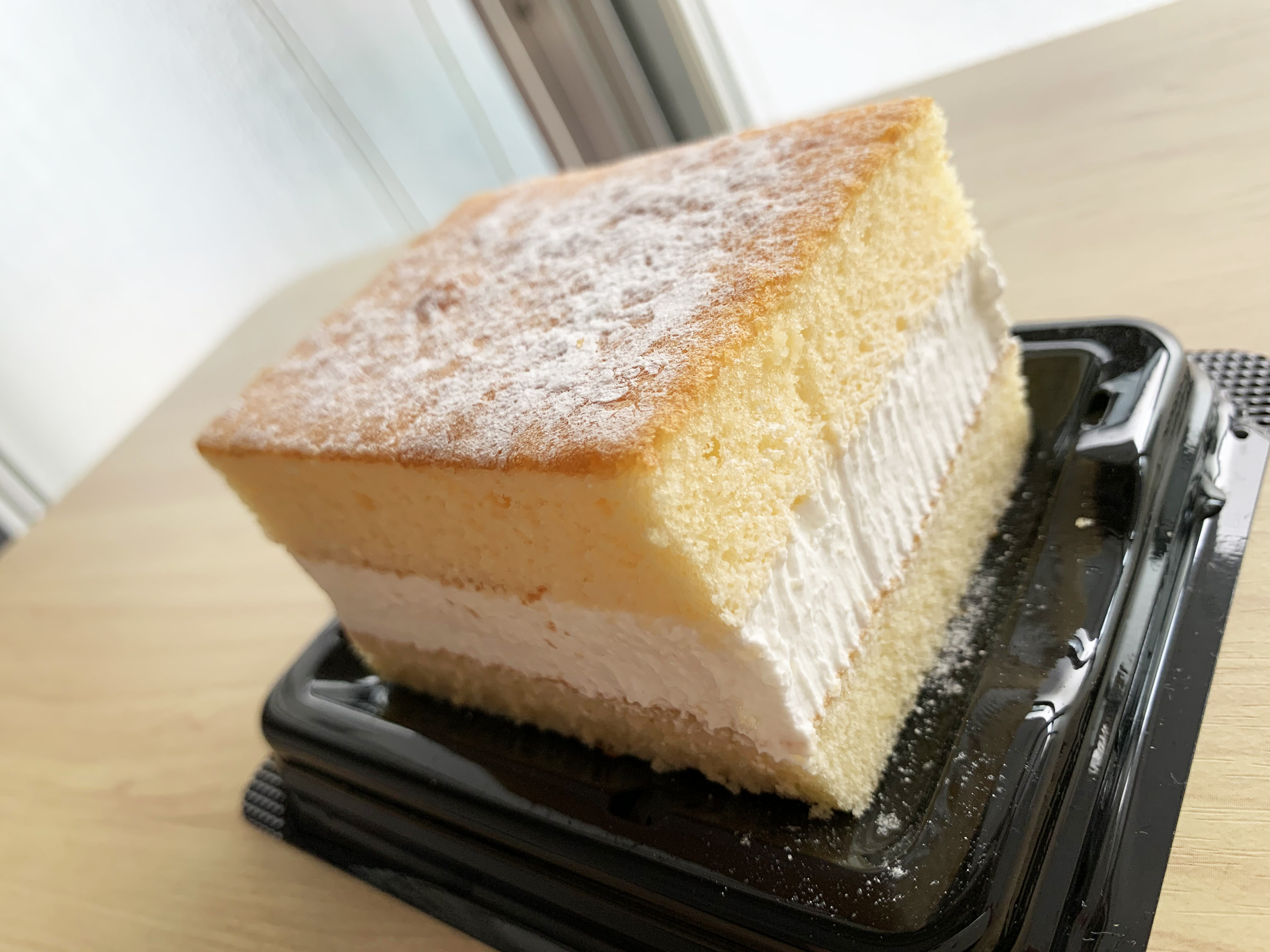 【魔性】セブンイレブン限定「とろ生ケーキクリーミーチーズ」が罪深すぎる味! 舌が甘やかされすぎてモンテールのために国を滅ぼすレベル