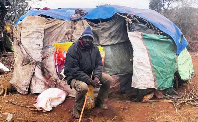 【マサイ式キャンプ】「放牧用テントの中」を含むマサイの放牧写真集 / マサイ通信:第409回