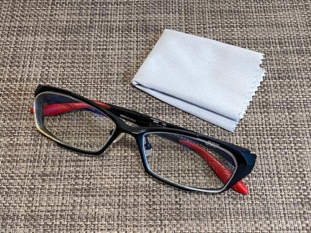 【検証】メガネの強力曇り止めクロス「くもらーず」はどれほど曇らないのか → マスクをしても問題なし!