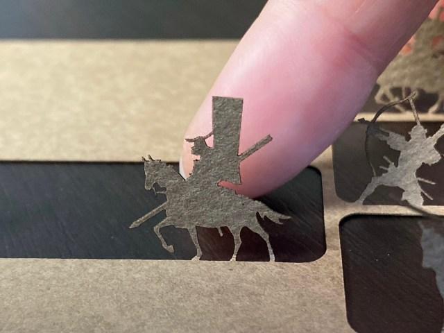 ありえないサイズの戦国武将! わずか1cmの騎馬兵や足軽が繰り広げる「関ヶ原の戦い」カードだ!!