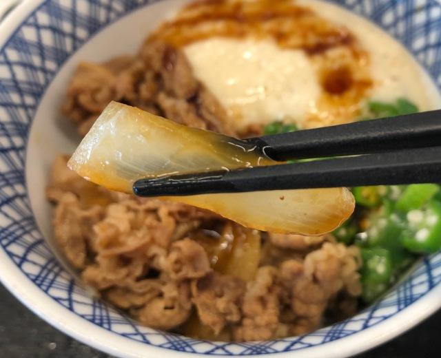 【裏牛丼】吉野家の一部従業員が実践している『まかない牛丼の美味しい食べ方』がプロすぎる件 「玉ねぎを最初にひと口食べ…」など