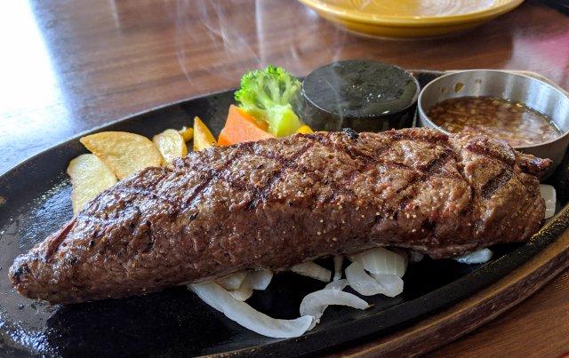 創業昭和8年『肉の名門 スエヒロ館』で国産牛ランプステーキ(300グラム)を食ってみた!
