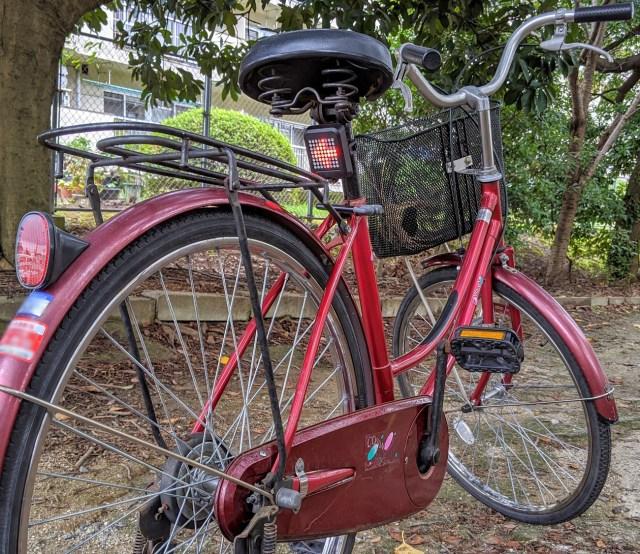 【ママチャリ改造】自転車用LEDウインカーをつけて安全安心…だけど「クソダサいメッセージ」が表示される機能はいらねぇぇえええ!