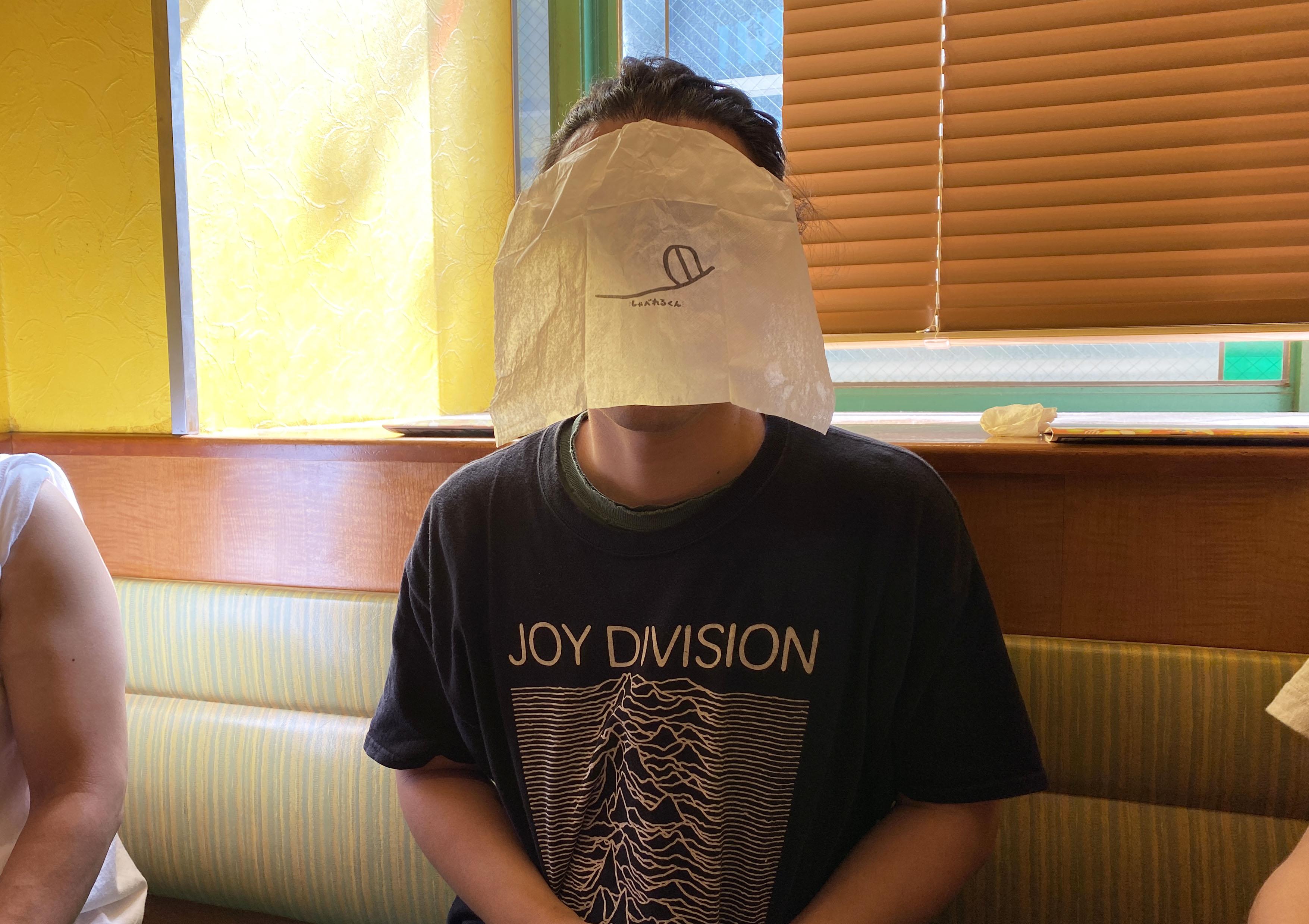 【発明】サイゼリヤの食事用マスク『しゃべれるくん』が凄まじく食事しにくい → つけ方を変えるだけで解決することが判明