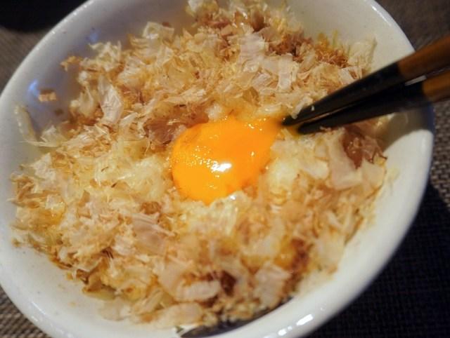 回り道をして「TKGの最強レシピ」に辿り着いた! 卵かけご飯専用の鰹節(かつおぶし)は何が違うのかを調べようと購入したら…