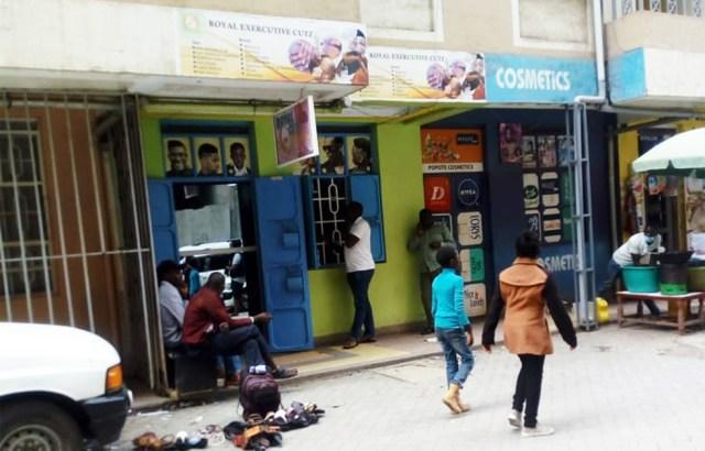 ケニア・ナイロビにあるオシャレで高級な美容院で散髪してきた! カンバ通信:第40回