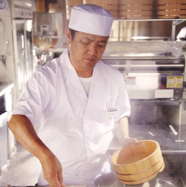 【あり余る感謝】丸亀製麺、うどんを届けるだけでは飽き足らず「麺職人」を届けてしまう / 20周年を記念しレジェンド職人の出張キャンペーン始動!