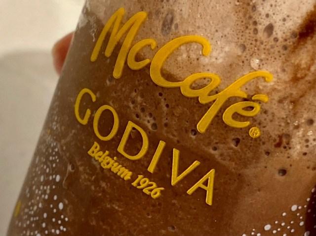 マクドナルドとゴディバがコラボだと!? 「ゴディバ チョコレートエスプレッソフラッペ」を飲んだら美味しいんだけど複雑な気持ちに…