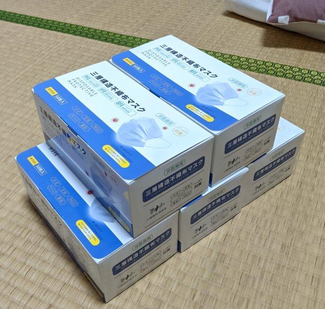 ついにマスクの値段もここまできたか! なんと1箱(50枚入り)がたったの200円!!