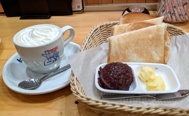 コメダ珈琲店公式裏技! 小倉トーストにウインナーコーヒーの生クリームをのせる「小倉ホイップサンド」が激しく美味い!
