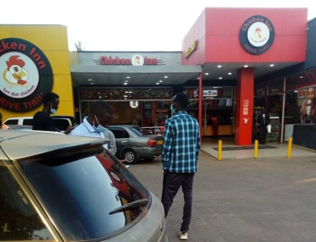クリスマスなのでケニア・ナイロビにある「ケンタッキーっぽいけどケンタッキーではないチキンの店」に行ってみた / カンバ通信:第55回