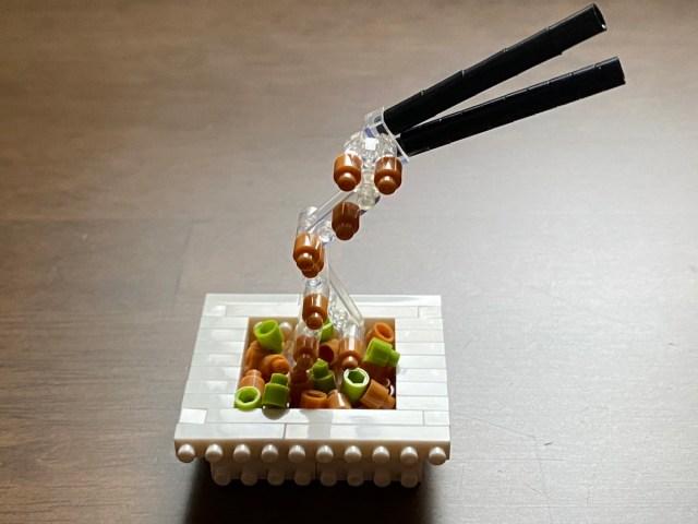 ネバネバと糸をひく姿も美しく…ブロックで「納豆」を作ってみた