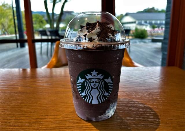 【スタバ新作】『チョコレート オン ザ チョコレート フラペチーノ』はめっちゃアメリカンな感じ!! ザックザクのココアビスケットがうまうま!