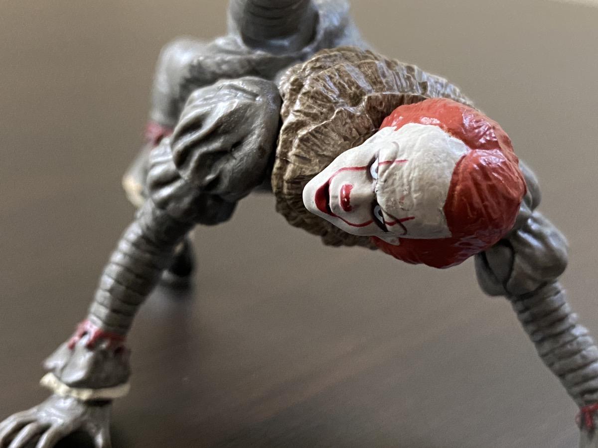 【恐怖】映画『IT』から殺人ピエロ・ペニーワイズのカプセルトイ誕生…あの手足ごちゃごちゃ姿も完全再現