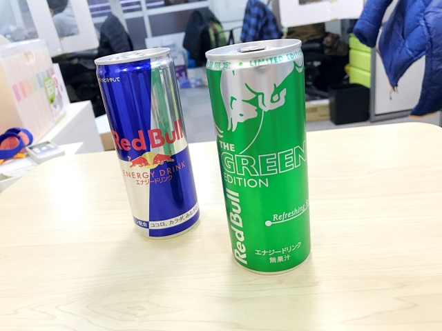 【衝撃】レッドブル新作『グリーンエディション(ライム味)』を識者が飲んだらヤバイ事実が発覚! 識者「これはライムではない」