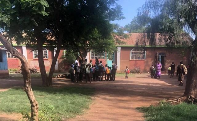 ついにケニアの学校が約9カ月ぶりに再開! しかし親(マサイ族の戦士)の心境は… / マサイ通信:第448回