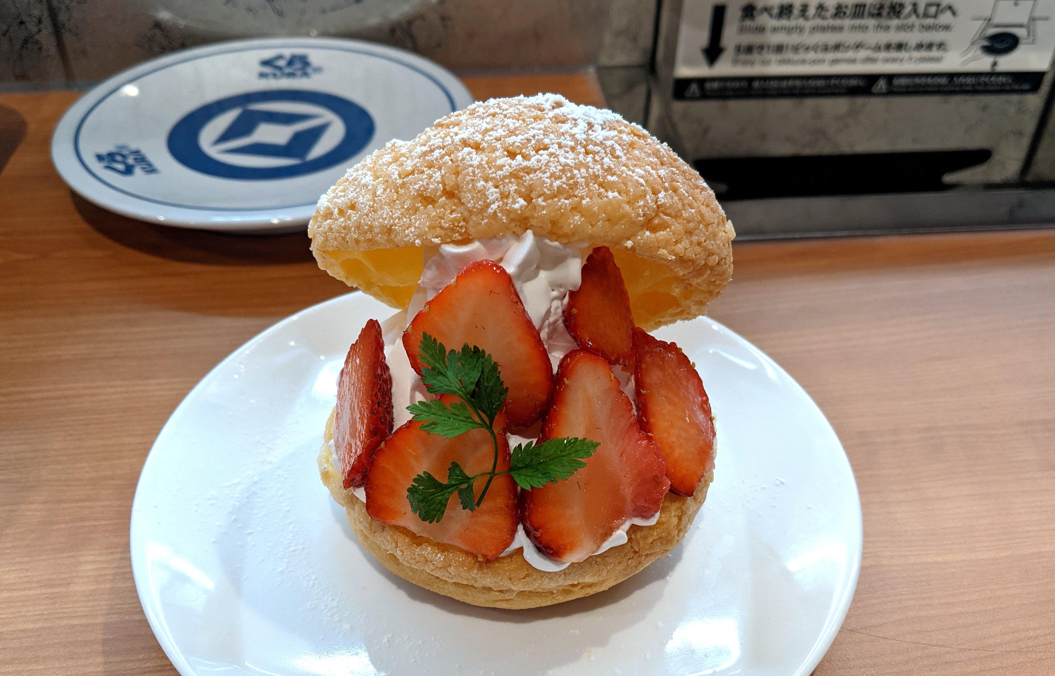 【1日20食限定】くら寿司の「いちごのシュークリーム」がハイクオリティすぎる! 寿司屋にしておくのはもったいないレベル