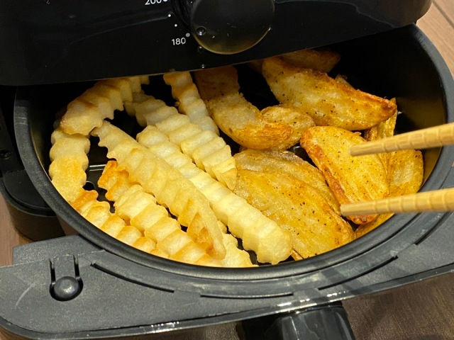 【レビュー】冷めたポテトがホカホカになる「揚げ直し名人」の実力を検証! 油を使わず最高200℃の熱風調理