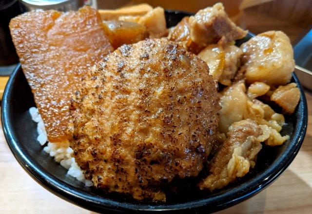 肉めし専門店「岡むら屋」のハンバーグ肉めしが美味い!「かつや」の店舗の半分を岡むら屋に変えても良いレベル!!